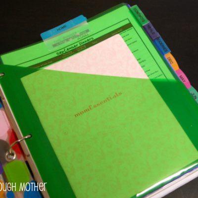 DIY Family Binder – Home Organizing Made Easy!