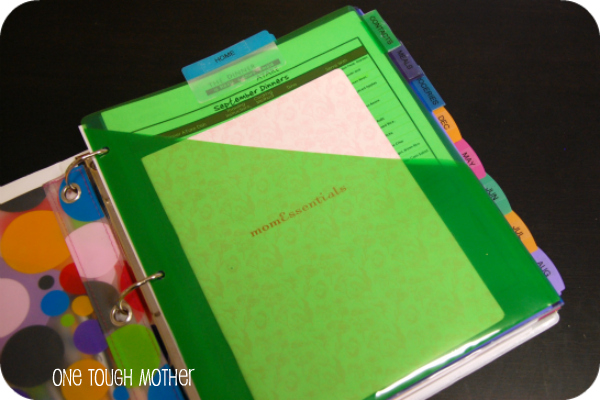 DIY Family Binder – Home Organizing Made Easy!