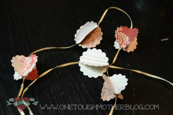 3D Cardstock Ornament Garland  sweetteaandsavinggraceblog.com