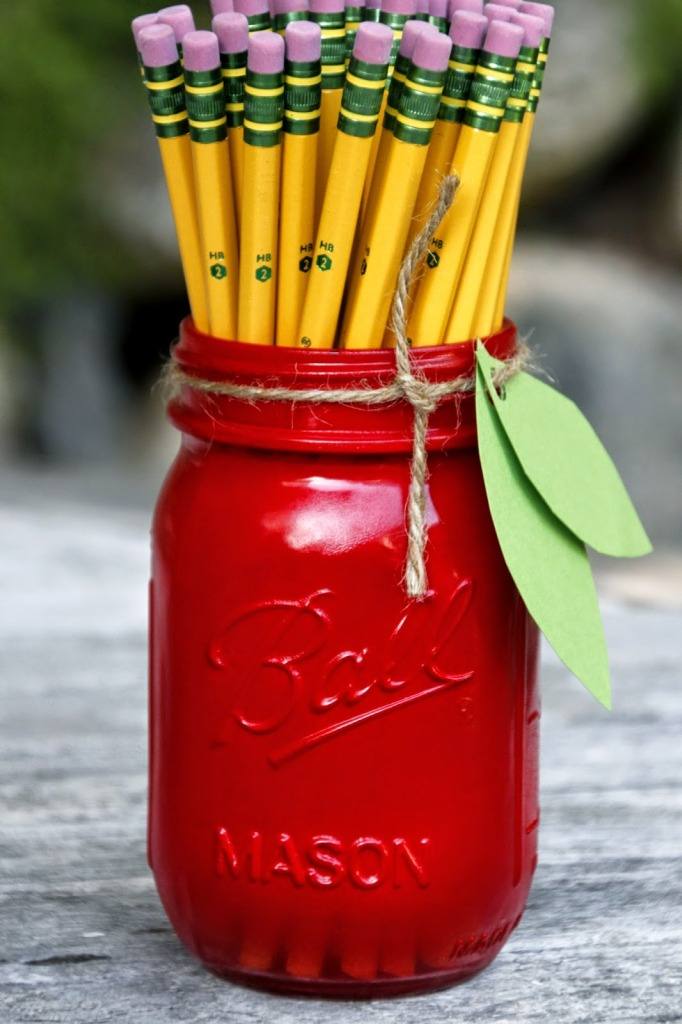Apple Mason Jar Teacher Gift  |  Tilly's Nest