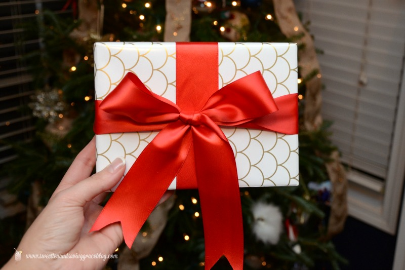 How to Perfectly Wrap A Gift  |  Sweet Tea & Saving Grace