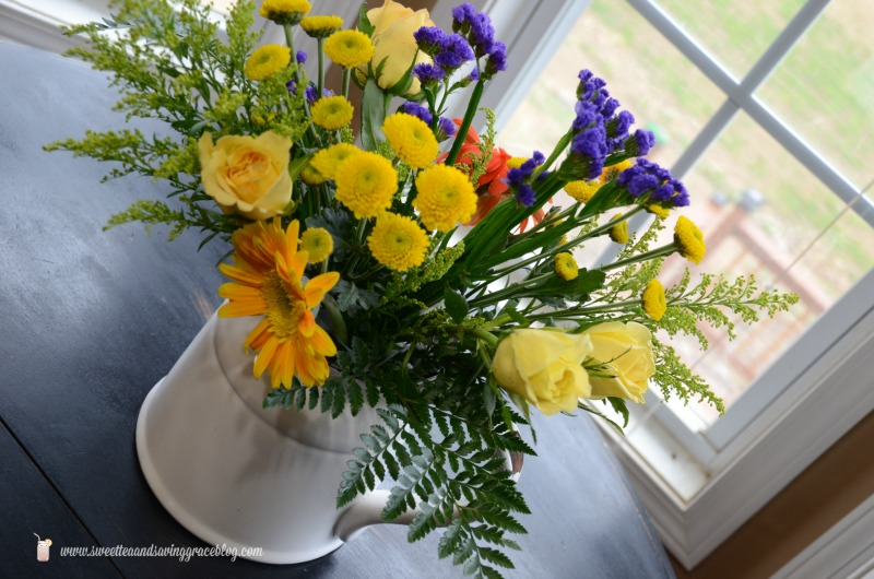 Create a Beautiful Bouquet with Grocery Store Flowers Video     Sweet Tea & Saving Grace