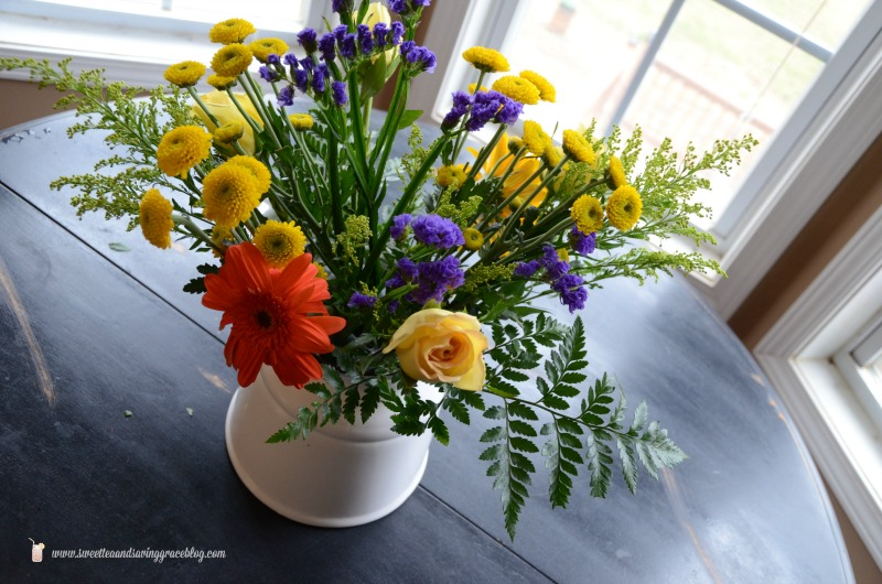 Create a Beautiful Bouquet with Grocery Store Flowers Video | Sweet Tea & Saving Grace