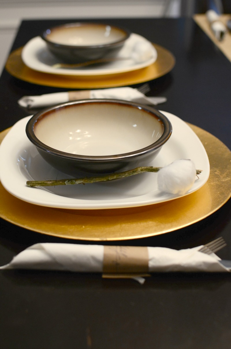 Celebrate the season and spend time with friends with this rustic & gold decor, #ForTheLoveofHam