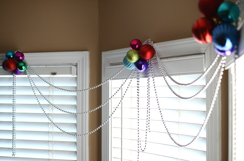Dress up your windows with a quick & easy Christmas window decoration! Seriously, it takes less than 5 minutes to make!