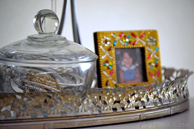 Some dishes are too beautiful to sit in a cupboard. If you're a collector, or have heirloom pieces passed down from grandparents, you must check out these 10 ways to repurpose old dishes!