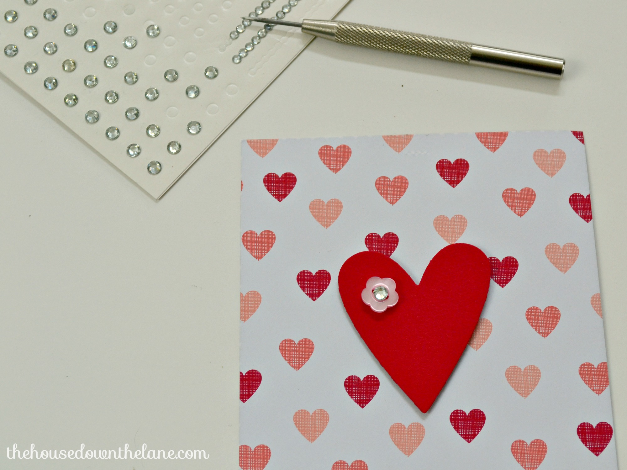 This banner was so much fun to make! Now, I'm sharing the tutorial with you, so that you can make your own Quick & Easy DIY Valentine's Banner! | The House Down the Lane for Sweet Tea and Saving Grace