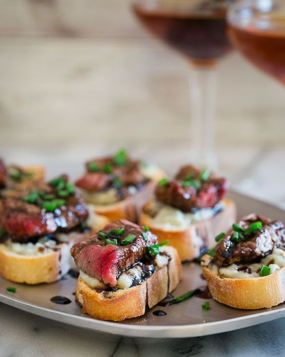 blue-cheese-steak-crostini