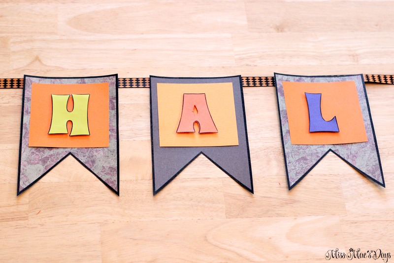 diy-halloween-banner-ribbon