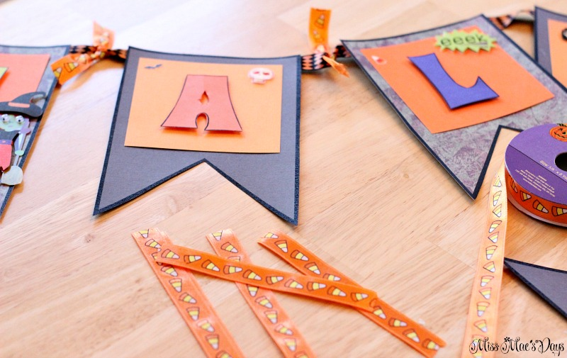 diy-halloween-banner-ribbon-on-banner