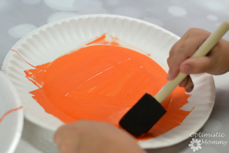 Get ready for Halloween with these fun and inexpensive Halloween Paper Plate Crafts for kids!
