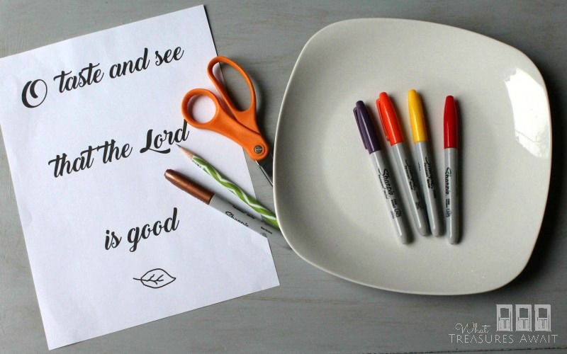 Create a Thanksgiving scripture plate with dollar store plates and markers. I love this easy and inexpensive fall idea!
