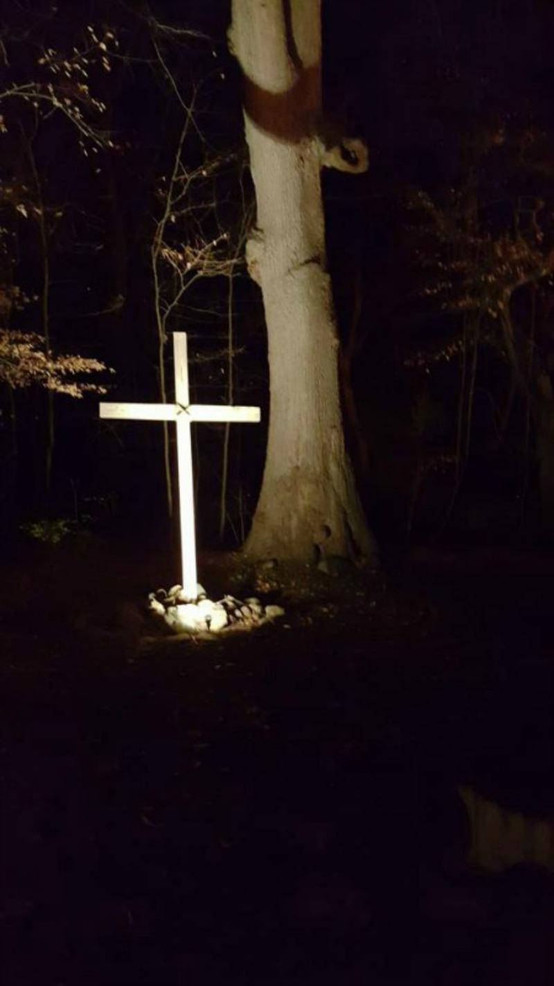 Live nativity cross