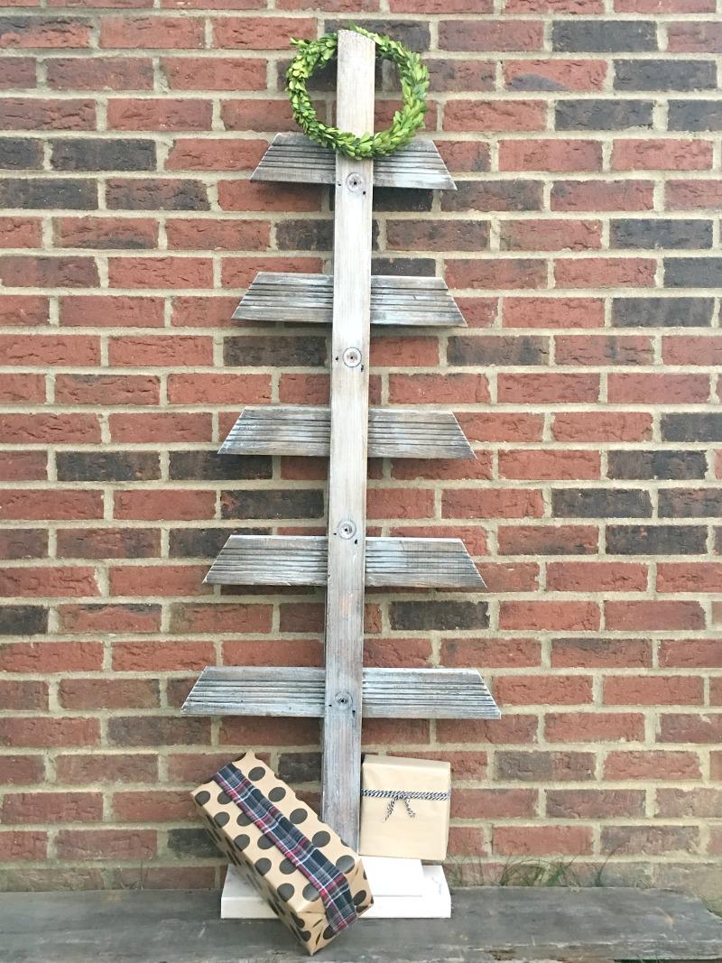 old-ladder-turned-christmas-tree