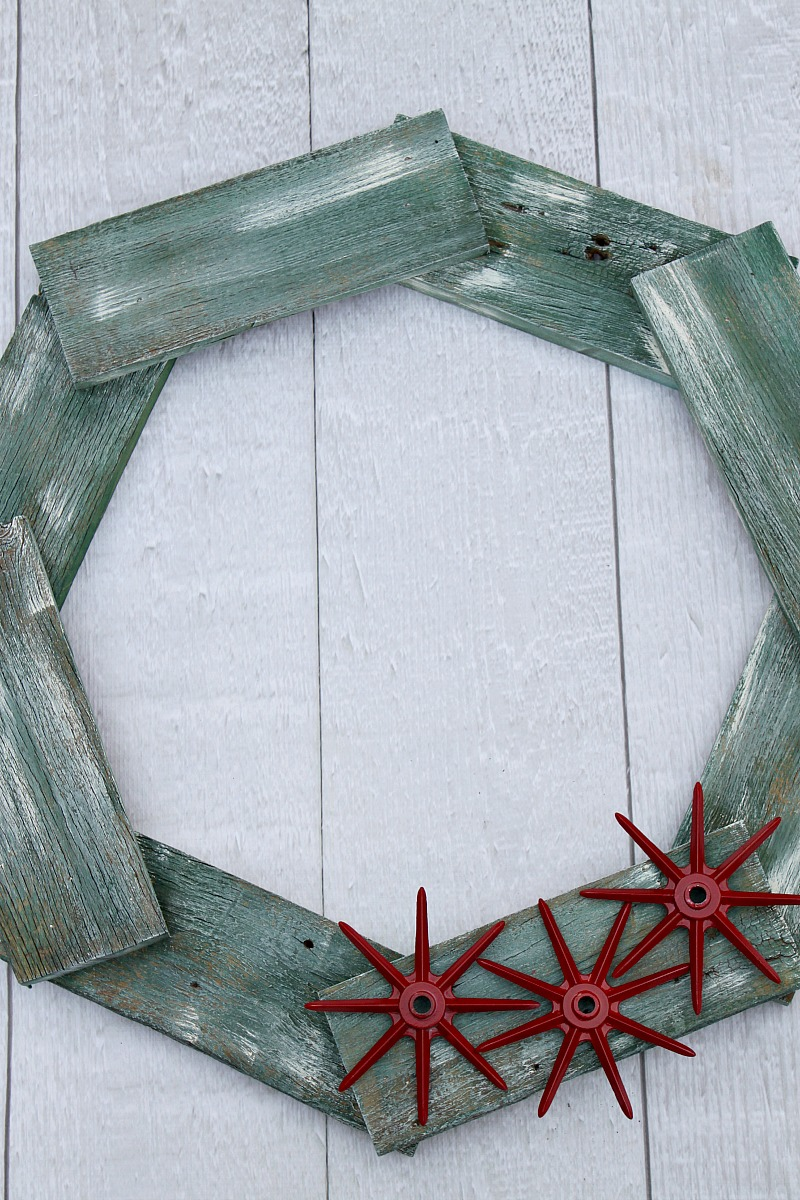 reclaimed-wood-wreath