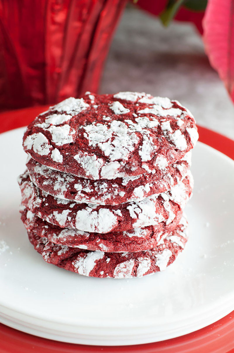 Red velvet crinkle cookies are so simple and tasty. A great treat for the holiday season.